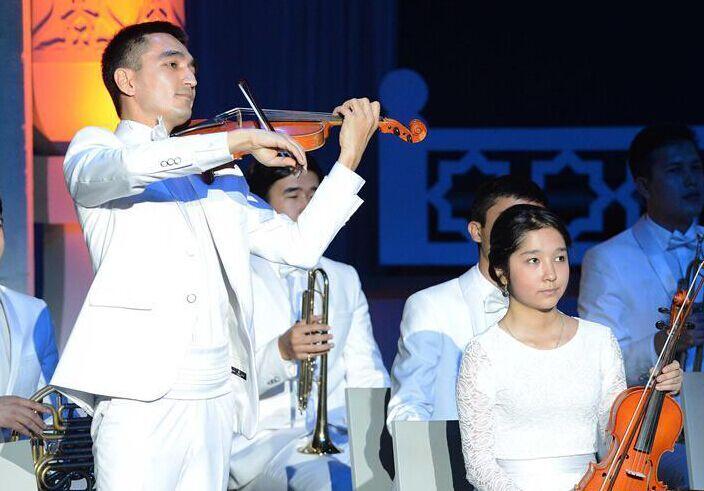 乌兹别克斯坦庆祝宪法日