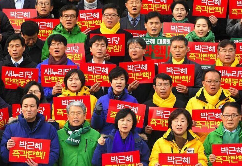 韩国民众集会要求朴槿惠下台