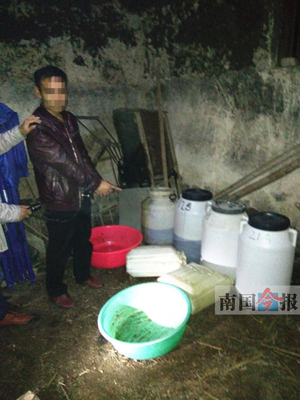 男子在自家老房帮人制毒70公斤 未交货就被抓获