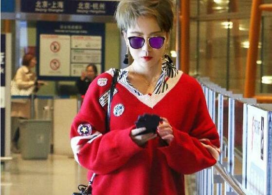 马丽机场照俏皮混搭