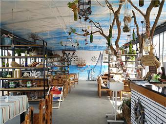 西江梧州水域现特色西餐厅 浮船上就餐好浪漫