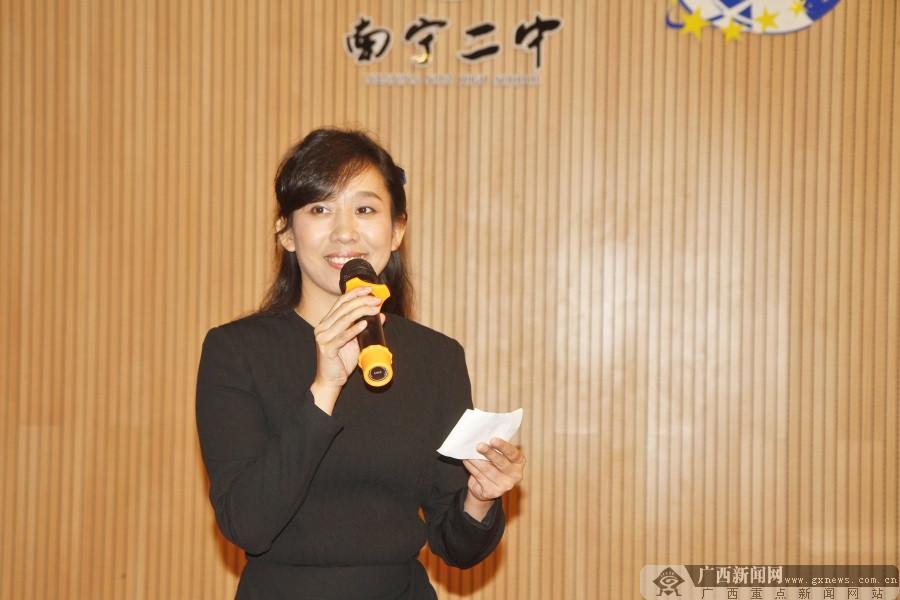 南宁二中办非遗纪念活动 学生欣赏优雅古琴声