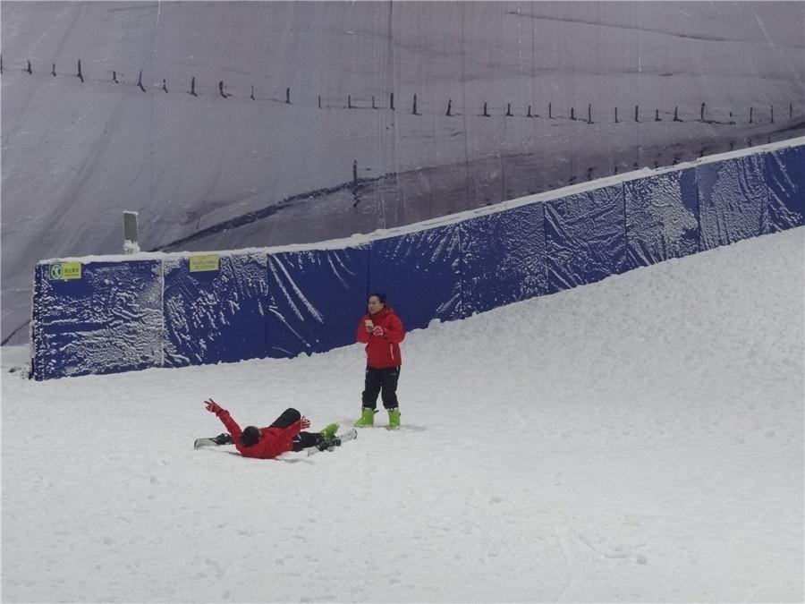 广西也能滑雪啦!忻城冰河世纪滑雪场对外试业