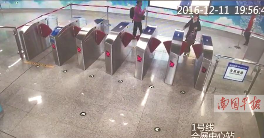 12月13日焦点图:南宁地铁查处首例逃票行为