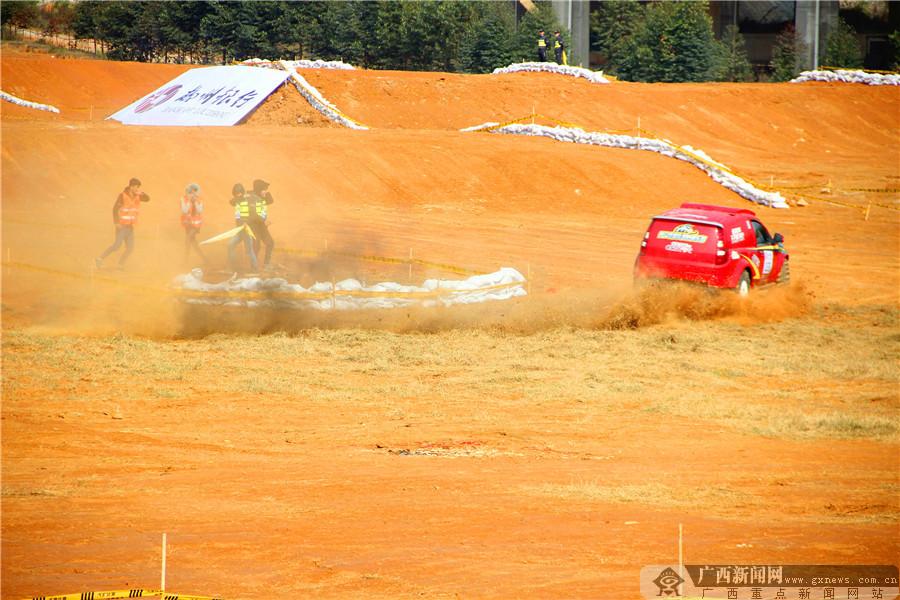 高清:2016中国汽车场地越野锦标赛总决赛开赛