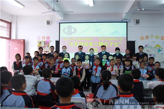 税法宣传入脑入心 鑫利华学生争当小小税法宣传员