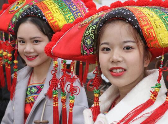 南宁首届标准壮语经典诵读比赛落幕 增进民族团结