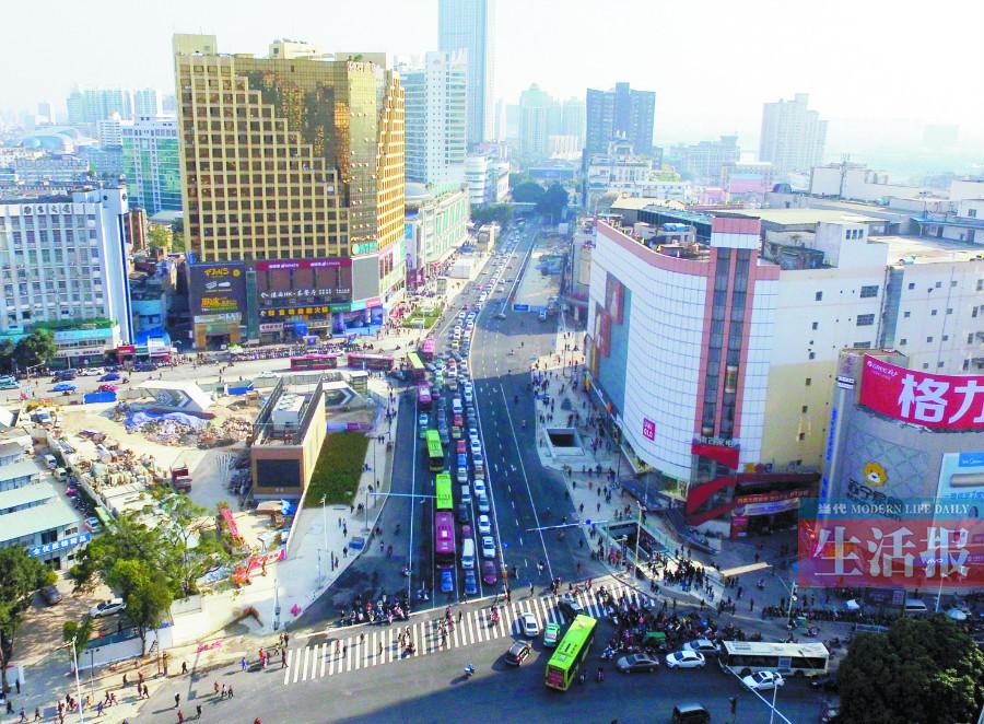 12月29日焦点图:盼了3年 南宁朝阳路终于全线通车