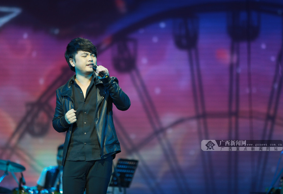 高清:2017大地飞歌新年原创音乐会唱响南宁夜