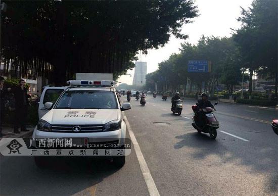 梧州:巡逻车装上电子眼 流动抓拍乱停车