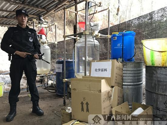 """南宁警方一举连捣两大""""毒工厂""""(图)"""