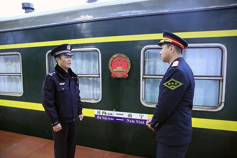 【春运表情】跨国列车乘警长和他的第九个跨国春运