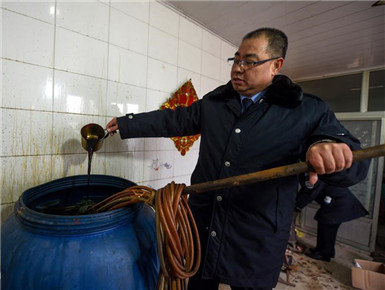 天津查处非法调料造假窝点