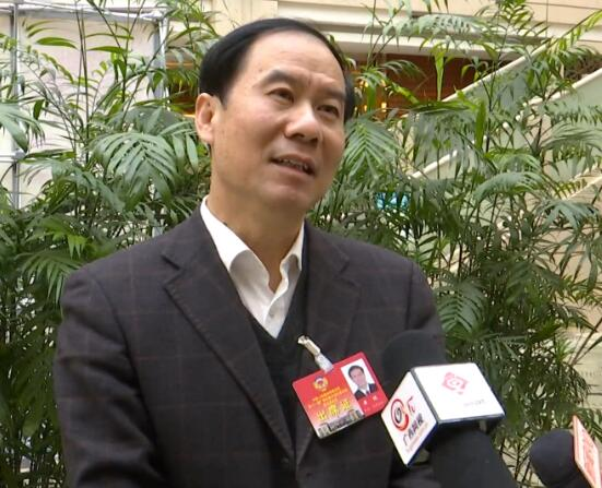 """黄健委员:便民利民 建议全面建立""""互联网+""""平台"""