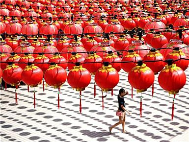 马来西亚:大红灯笼迎春节(组图)