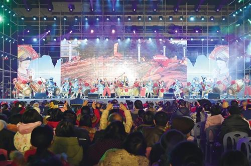 2014年春晚直播现场_中国首届壮语春晚在上林县开演 千万人在线看直播