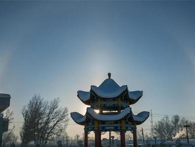 中蒙边境新疆兵团团场极寒天气下现日晕