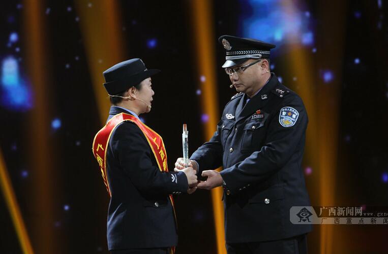"""威廉希尔第二届""""最美警察""""揭晓"""