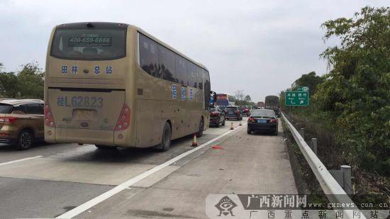 谢丽丹 徐东) 1月20日,在g80线广昆高速玉林往南宁方向409公里处(距离