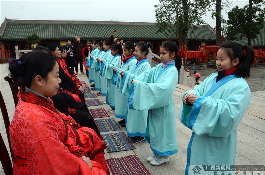 南宁市滨湖路小学与孔庙共同举行迎新春系列活动