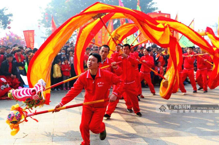 大年初一钟山县举办龙狮大赛 各族群众共庆新春