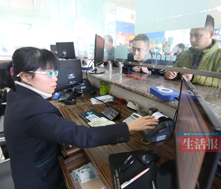 2月2日各汽车站客流量大 南宁往各地客车基本满座