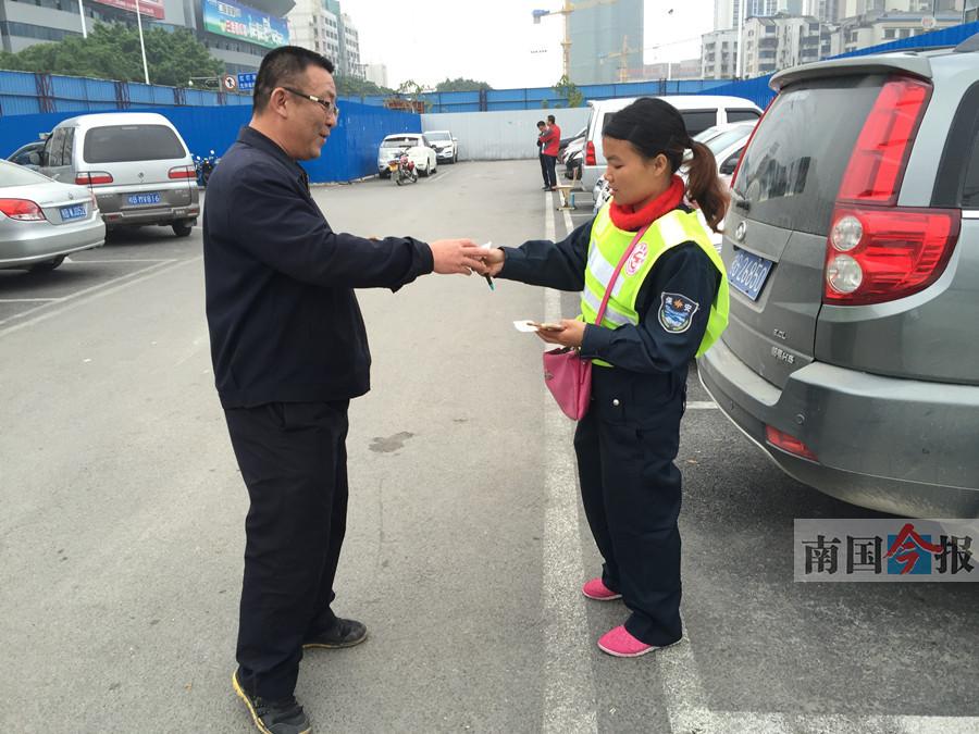 柳州火车站临时停车场有人管了 停车半小时免费