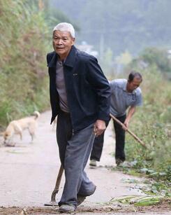 """七旬翁刘继忠 45年为村民铺就""""幸福路"""""""
