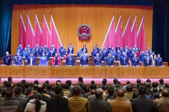 上林县第十六届人民代表大会第二次会议胜利闭幕