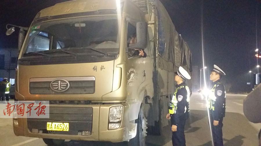 南宁市突击检查 162辆运输车违法上路被罚(图)