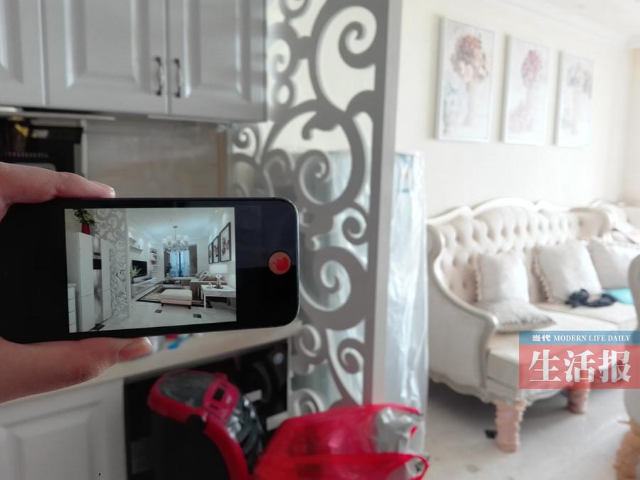 比如,立式空调内机是安装在靠近电视墙位置的,如今也只好跟着被装到另