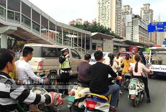 """南宁BRT迎来""""开学大考"""" 未见明显拥堵(组图)"""