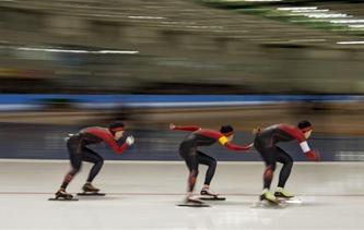 亚冬会速滑女子团体追逐赛:中国队获铜牌