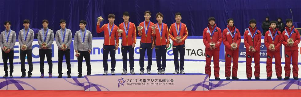 2月22日,冠军中国队(中)、亚军韩国队(左)和季军日本队在领奖台上。新华社记者杨世尧摄