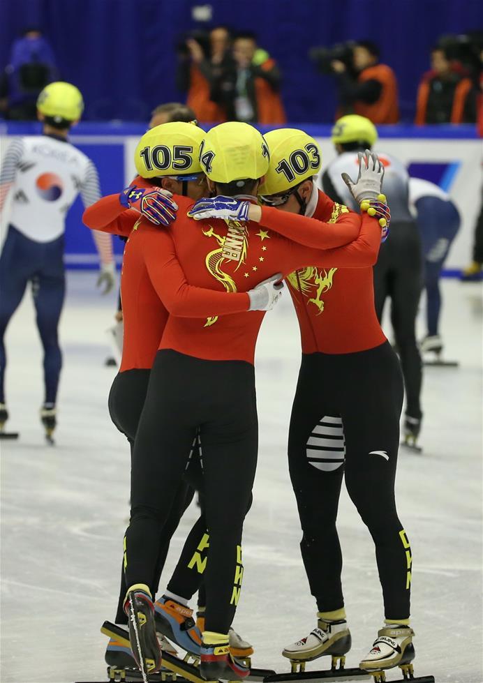 2月22日,中国队选手在赛后庆祝。当日,在日本札幌举行的第八届亚洲冬季运动会短道速滑男子5000米接力赛决赛中,中国队以7分01秒983的成绩夺得冠军。新华社记者杨世尧摄