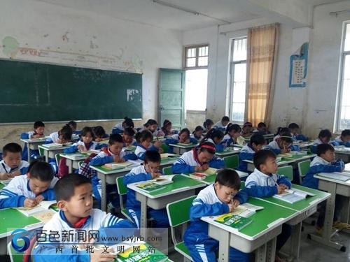 第一书记孙涛:牵线搭桥 助学瑶寨