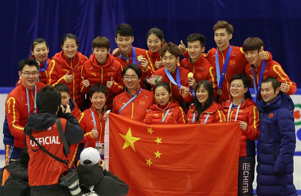2月22日,中国短道速滑队在比赛结束后合影。新华社记者杨世尧摄
