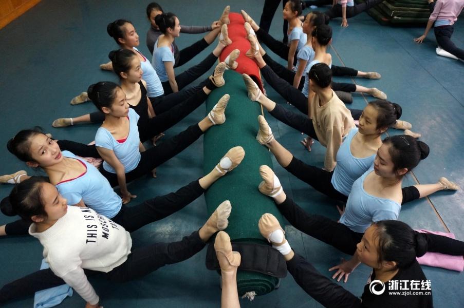 浙江一学校开学第一课称体重 超重的学生要跑操场10圈