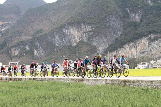 2017年广西乐业自行车花海穿越赛成功举办