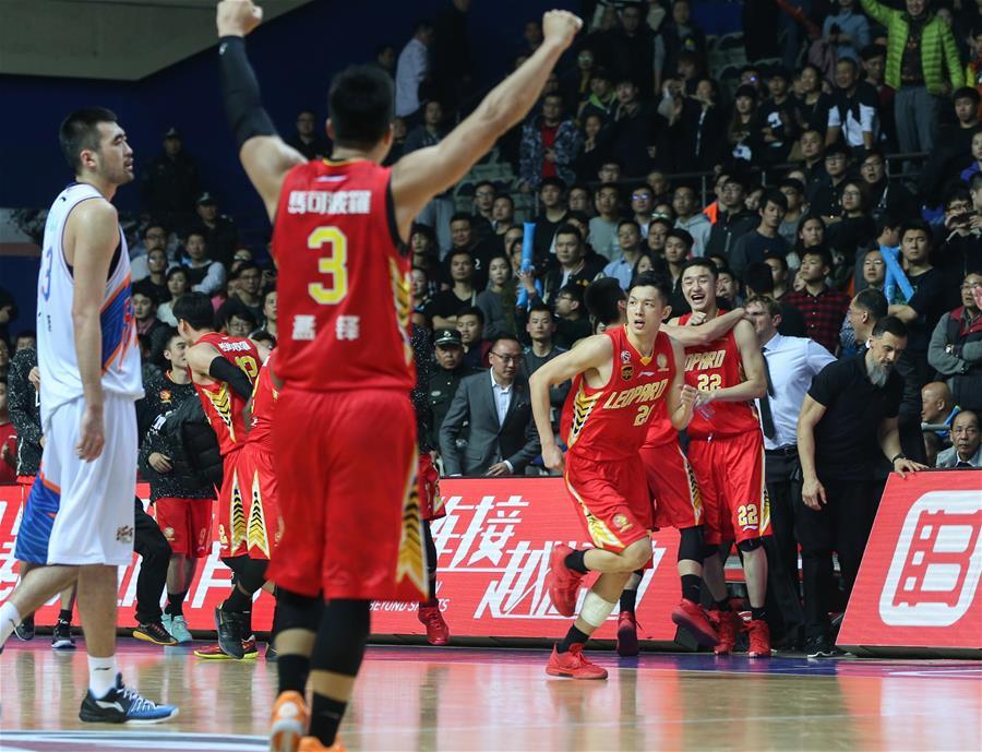 (体育)(10)篮球――CBA四分之一决赛第五场:上海哔哩哔哩无缘半决赛