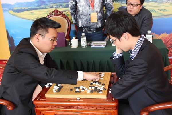 广西新闻网名人战总决赛首轮连笑战胜周睿羊
