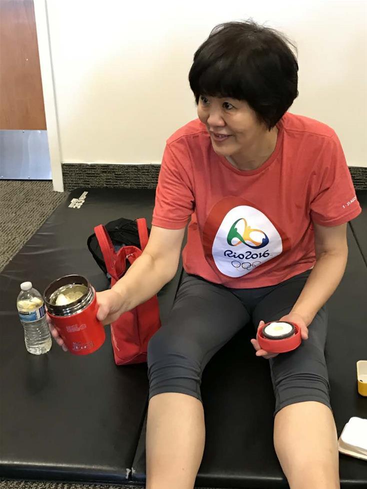 1月下旬,郎平在美国芝加哥进行了右侧髋关节置换手术,近期回到洛杉矶进行第二阶段康复训练。