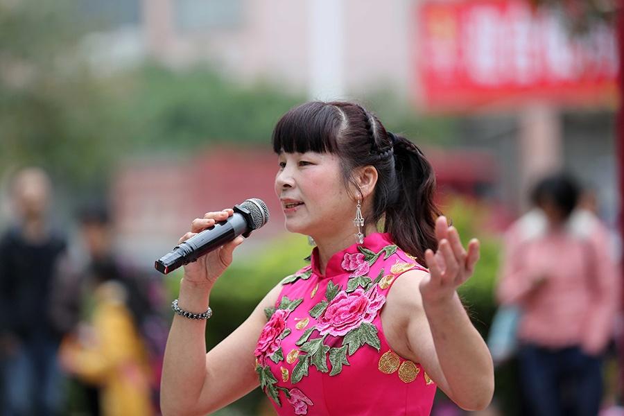 """社区居民自编自演文艺节目庆祝""""三八""""妇女节(图)"""