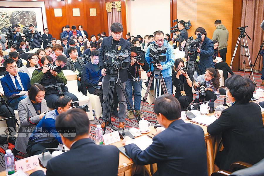 高清组图:广西代表团记者会采访问答摘录