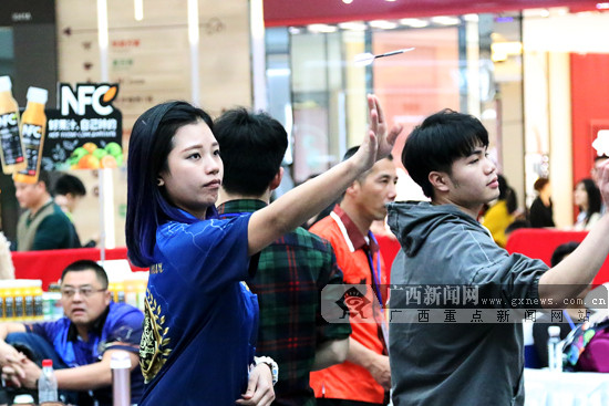 南宁首届凤凰飞镖大赛举行 为广西首次大型飞镖赛