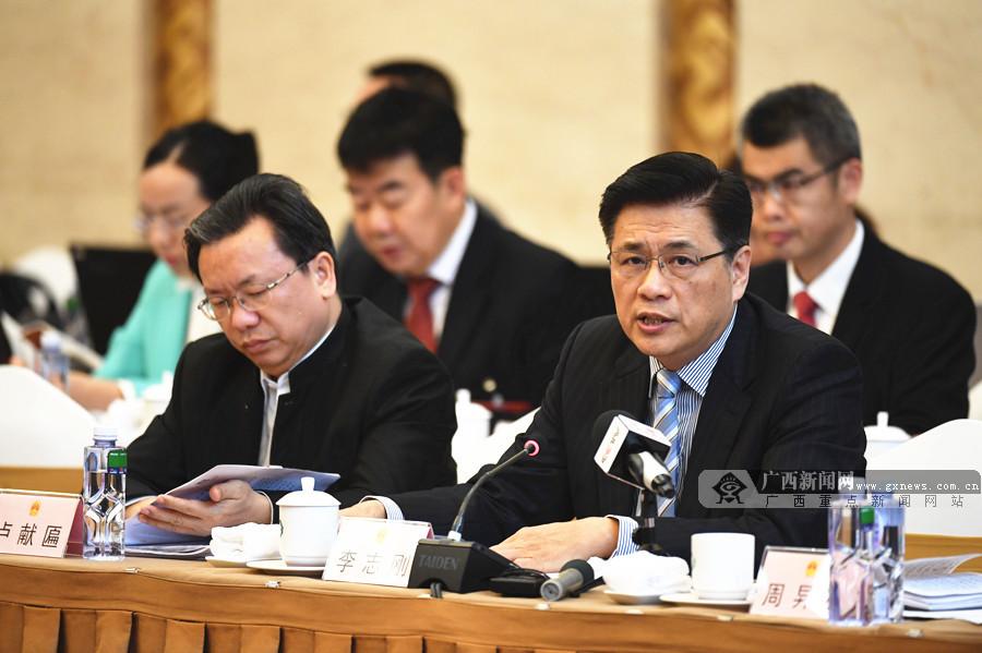 李志刚代表:解决基层两院建设和人员不足问题