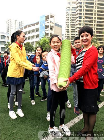爱绿护绿桂雅在行动 DIY水稻种植体验农夫之乐(图)