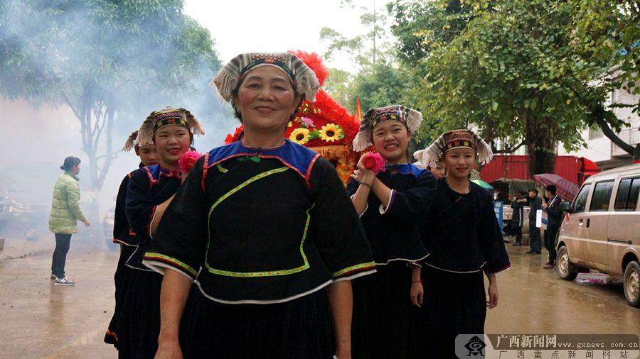 大新侬垌节喜迎中外宾客(组图)