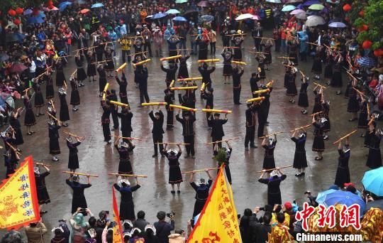 广西大新举办中越呗侬国际侬垌节游客体验特色民俗