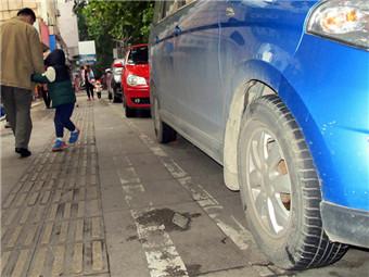 """柳州:多原因致城管贴单有""""误伤"""" 车主可申请复核"""